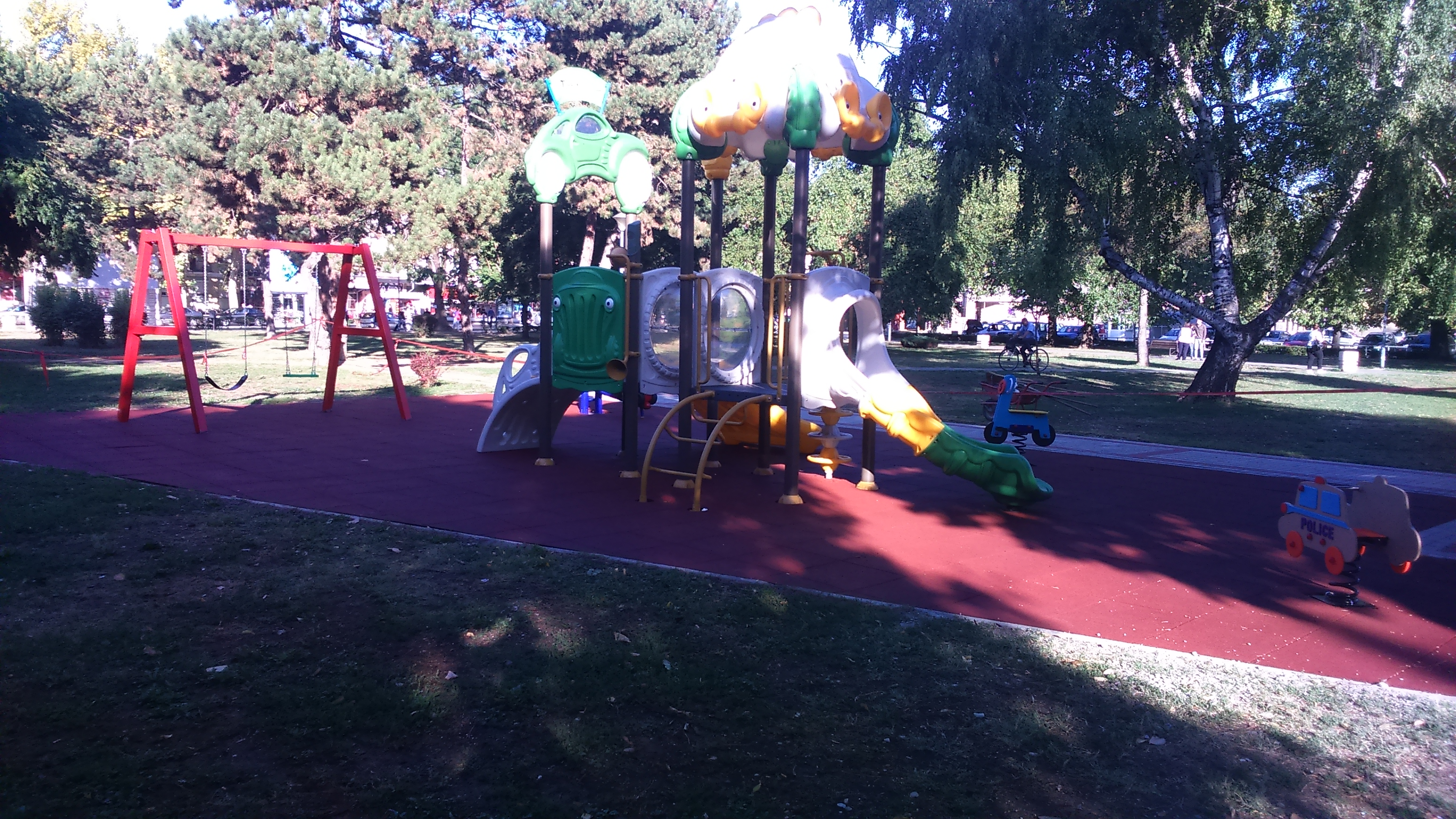 Ново дечије игралиште у малом парку на Тргу Ђуре Салаја