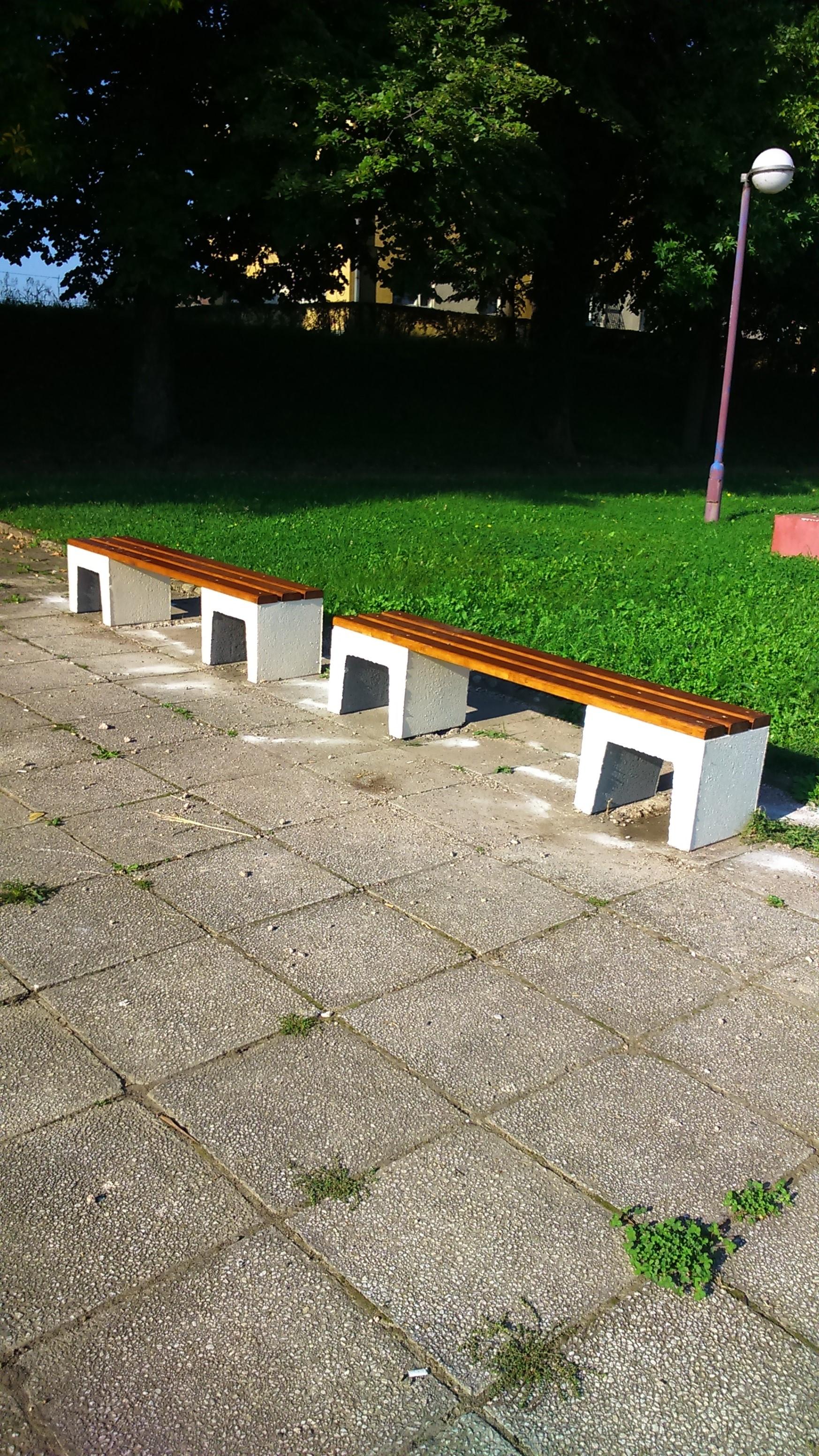 Нове клупе на Градском бедему